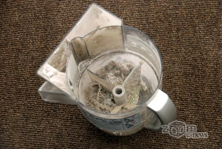 Контейнер для пыли циклонного пылесоса не слишком приятно вытряхивать и мыть...